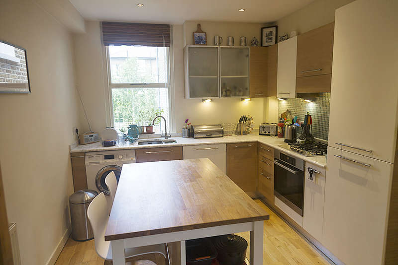 2 Bedrooms Flat for sale in Shakespeare Road, Herne Hill, London SE24