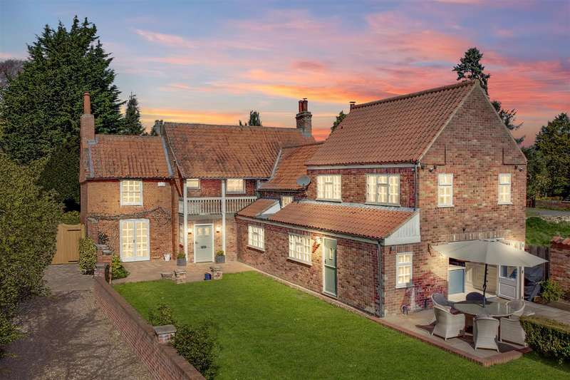 4 Bedrooms Detached House for sale in High Street, Brant Broughton, Lincoln