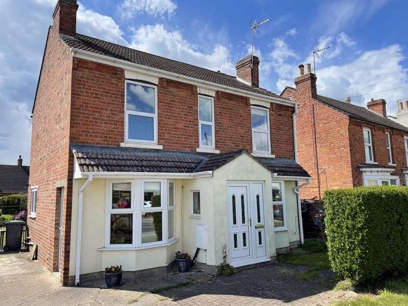 3 Bedrooms Property for sale in Station Road, Lincoln