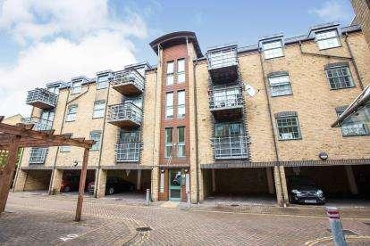 2 Bedrooms Flat for sale in Barking, Essex