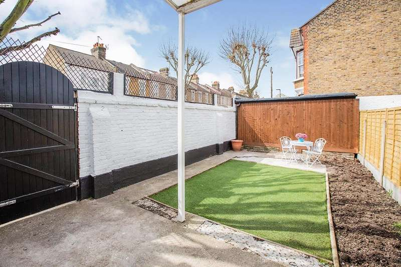 3 Bedrooms House for rent in Brampton Road, London, E6
