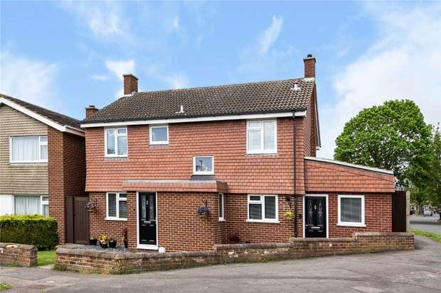 5 Bedrooms Detached House for sale in Nursery Gardens, Bedford