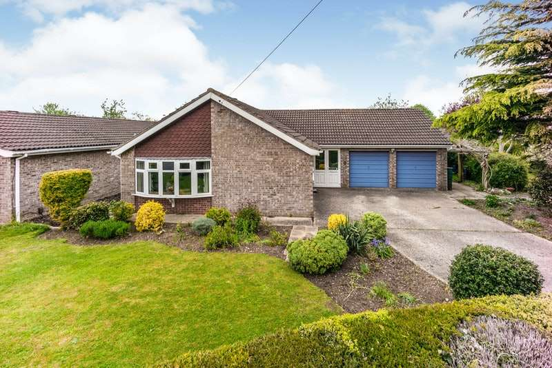 3 Bedrooms Bungalow for sale in Canterbury Drive, Lincoln, Lincolnshire, LN4