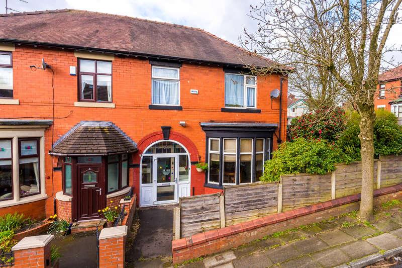 3 Bedrooms Semi Detached House for sale in 2 Jesmond Avenue, Prestwich Manchester M25