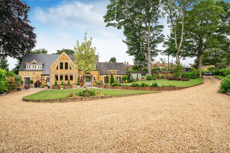 5 Bedrooms Detached House for sale in Sycamore Lane, Wymondham