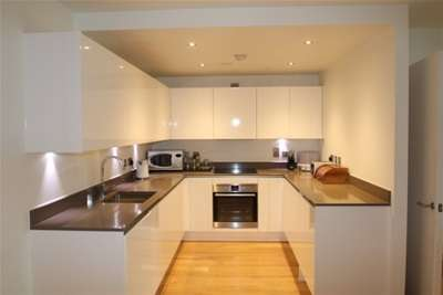 3 Bedrooms Flat for rent in Fenn Mansions, Love Lane, Woolwich, SE18