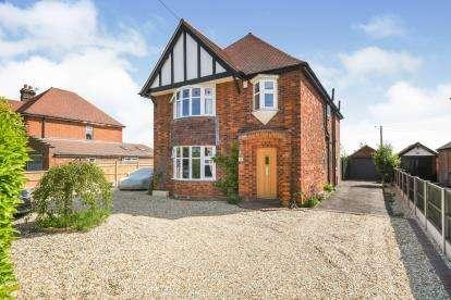4 Bedrooms Detached House for sale in London Road, Bracebridge Heath, Lincoln