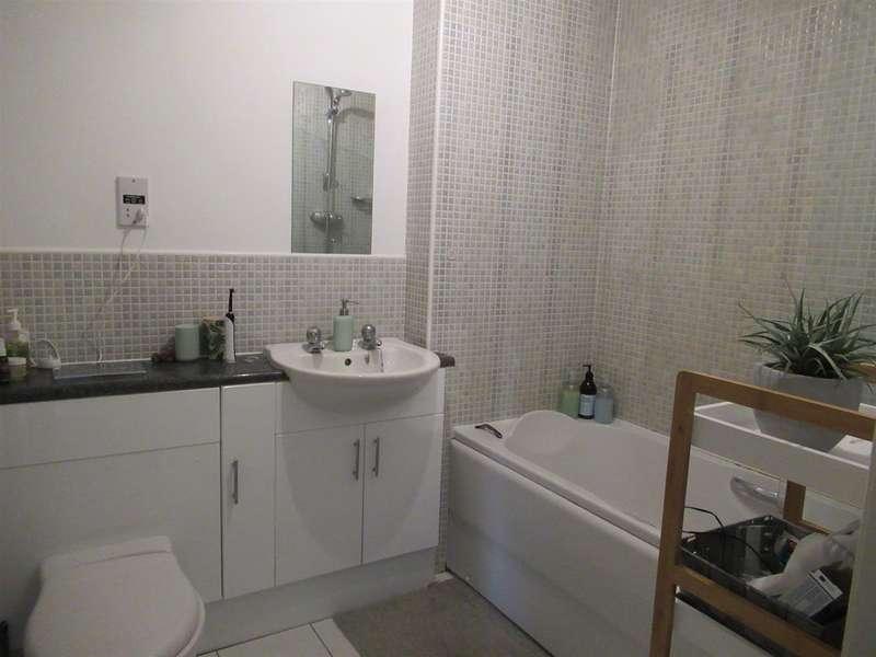 2 Bedrooms Flat for rent in The Grange, Sherburn in Elmet