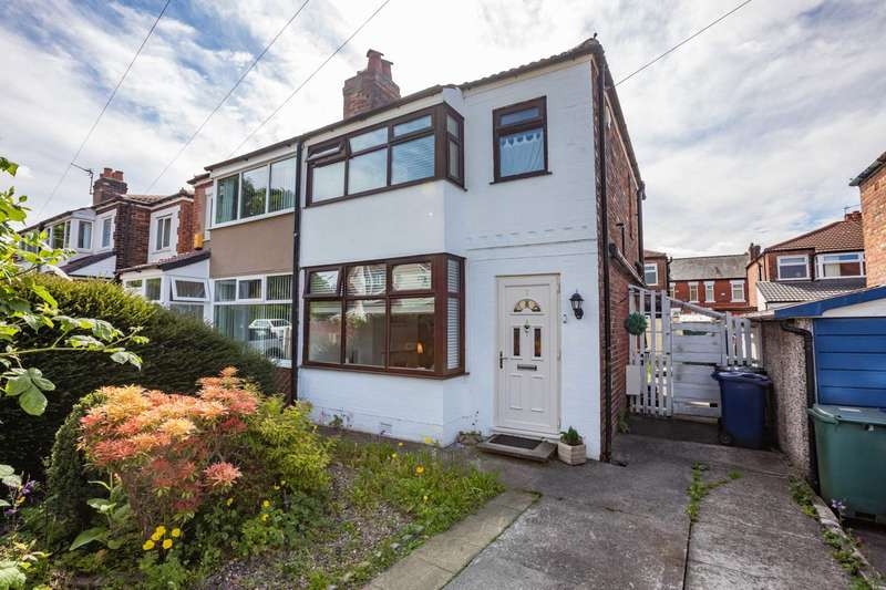 2 Bedrooms Semi Detached House for sale in Russell Street, Prestwich