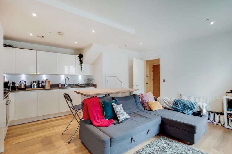 3 Bedrooms Flat for rent in Love Lane, Woolwich, SE18