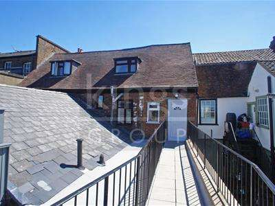 2 Bedrooms Flat for sale in Darby Drive, Waltham Abbey