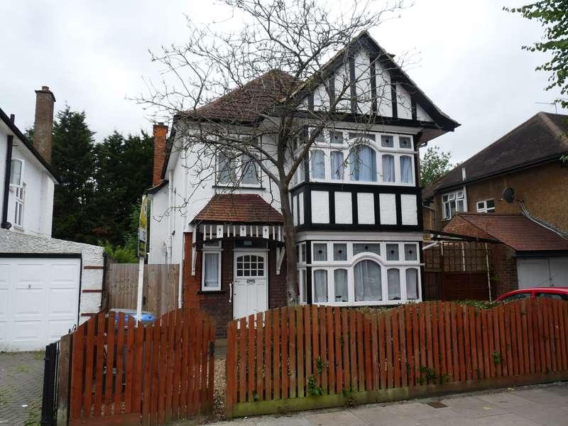 5 Bedrooms Detached House for rent in Northwick Avenue, Kenton, HA3