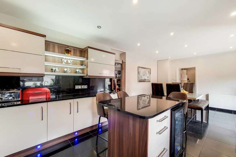 5 Bedrooms Terraced House for sale in Balmoral Gardens, Seven Kings, IG3