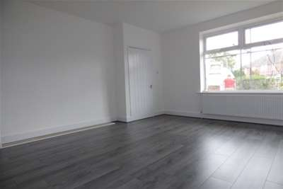 2 Bedrooms House for rent in Greave Avenue, Rochdale, Greater Manchester, OL11