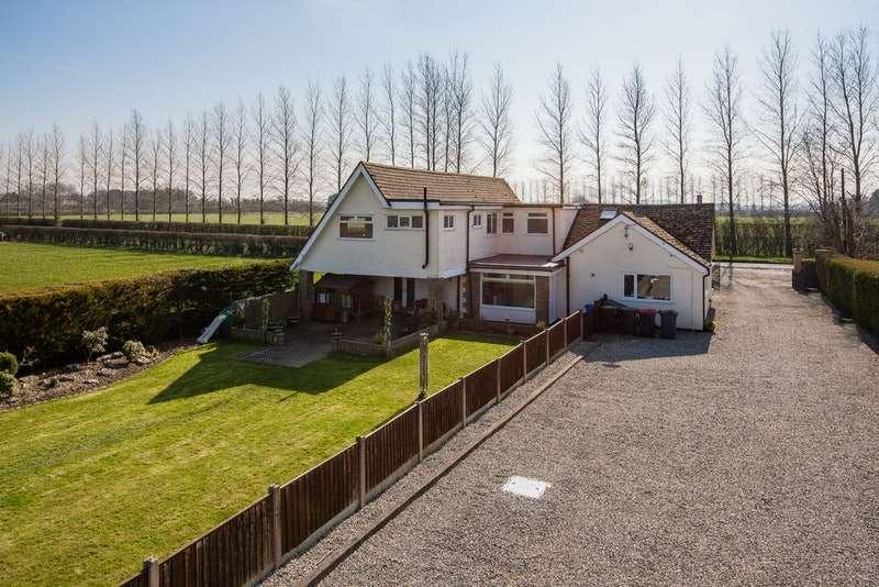 5 Bedrooms Detached House for sale in Tarnacre Lane, Preston, Lancashire, PR3