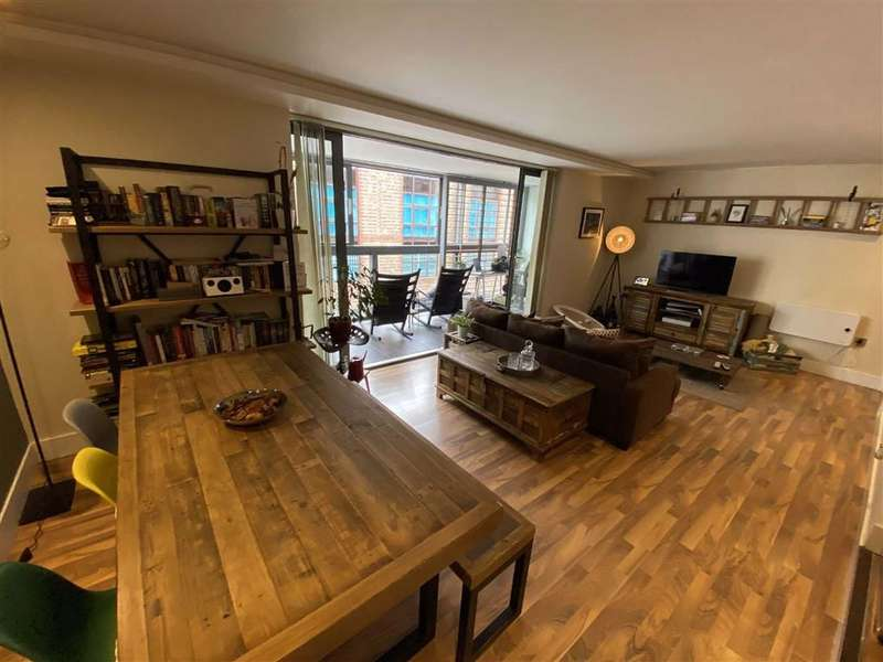 2 Bedrooms Apartment Flat for sale in Vicus, Liverpool Road, Castlefield
