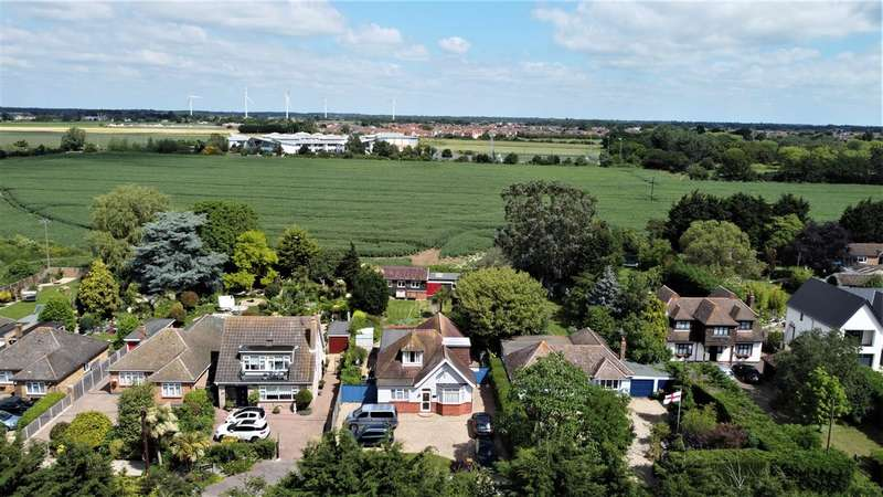 4 Bedrooms Bungalow for sale in Malaya, Rush Green Road, Clacton on Sea