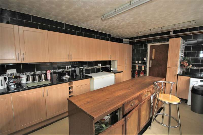 9 Bedrooms Semi Detached House for sale in Agate Road, Clacton on Sea