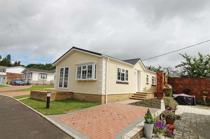 2 Bedrooms Park Home Mobile Home for sale in Peppard Road, Emmer Green, Reading