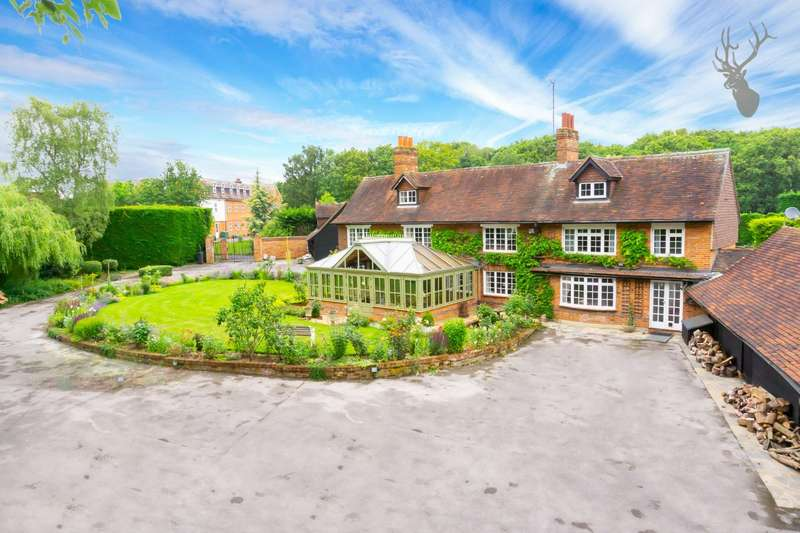 5 Bedrooms Detached House for sale in High Road, Epping