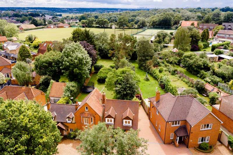 5 Bedrooms Detached House for sale in Coppice Row, Theydon Bois, Epping, Essex