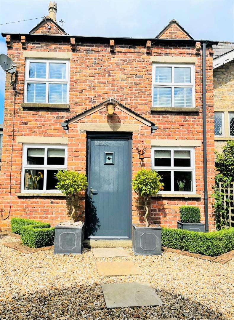 3 Bedrooms End Of Terrace House for sale in Hillside Gardens, Summerseat