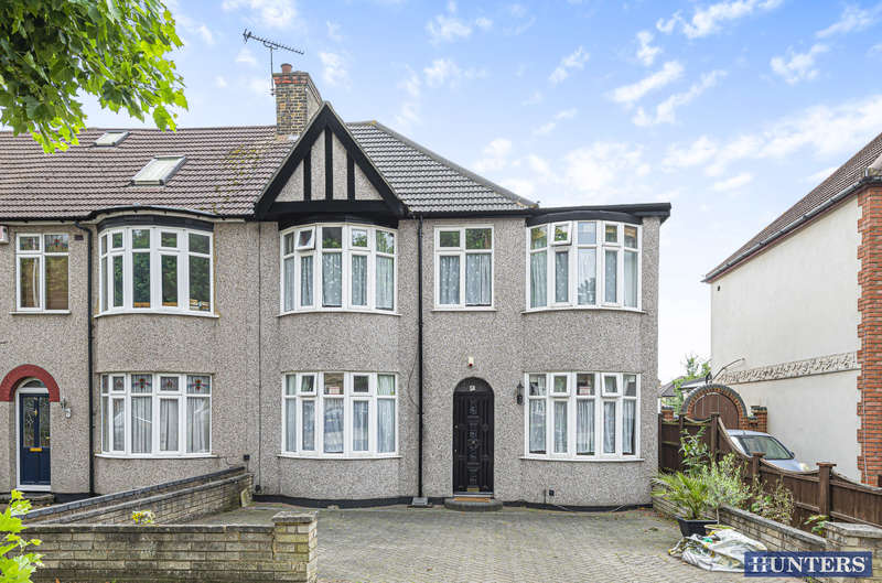 5 Bedrooms Semi Detached House for sale in Rush Green Road, Romford, RM7 0PU