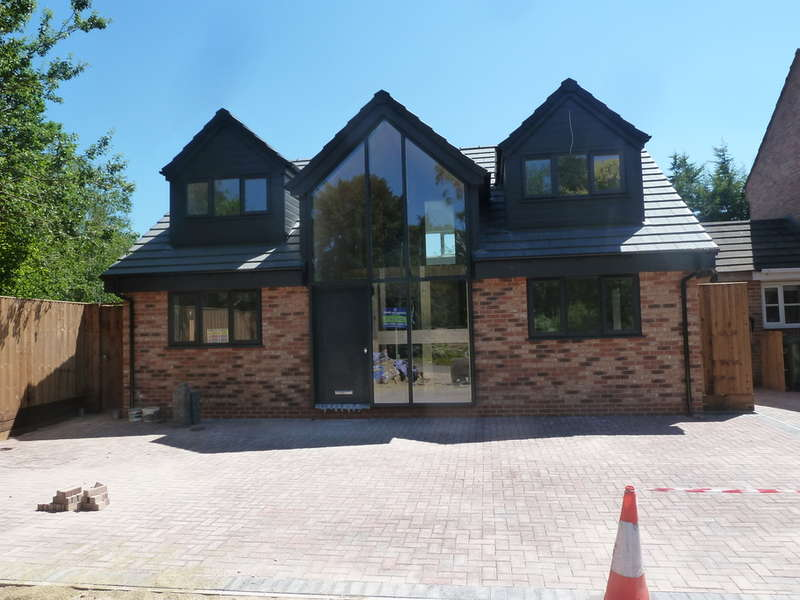 4 Bedrooms Detached House for sale in Barnwood Road, Longlevens, Gloucester, GL2