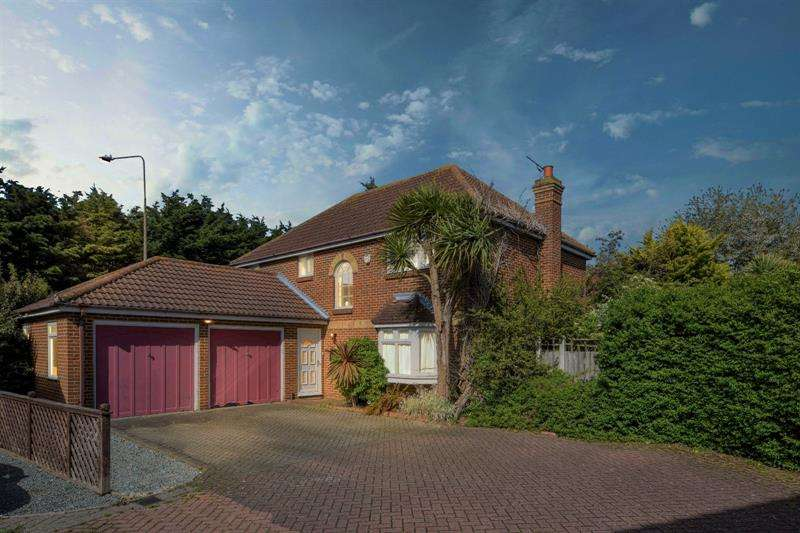 4 Bedrooms Detached House for sale in Churchfields, Shoeburyness, Essex, SS3