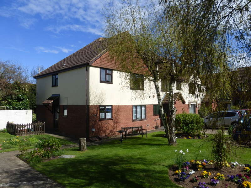 2 Bedrooms Apartment Flat for sale in Church Road, Churchdown, Gloucester, GL3