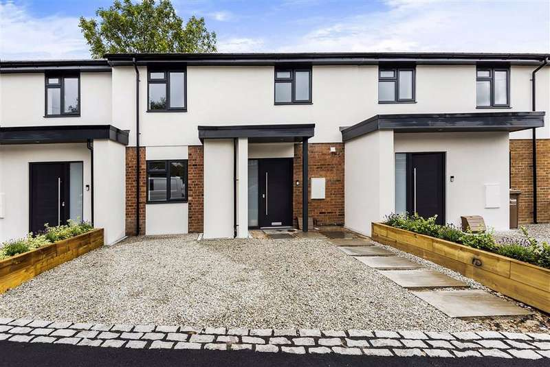 3 Bedrooms Terraced House for sale in Lea Road, Sonning Common, Sonning Common Reading