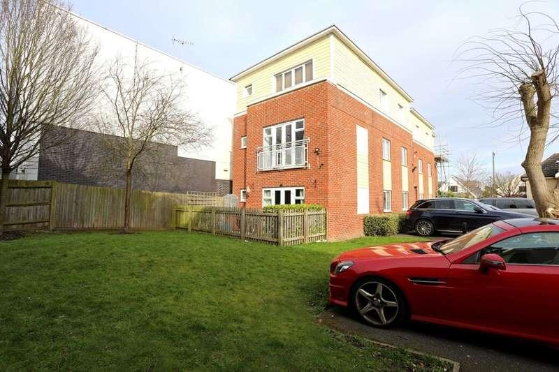 2 Bedrooms Flat for sale in Jupiter Court, Slough, SL1