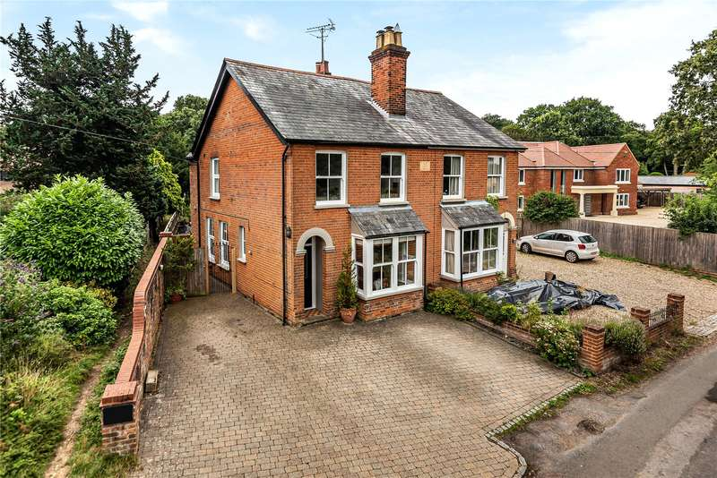 3 Bedrooms Semi Detached House for sale in Andrew Hill Lane, Hedgerley, Buckinghamshire, SL2