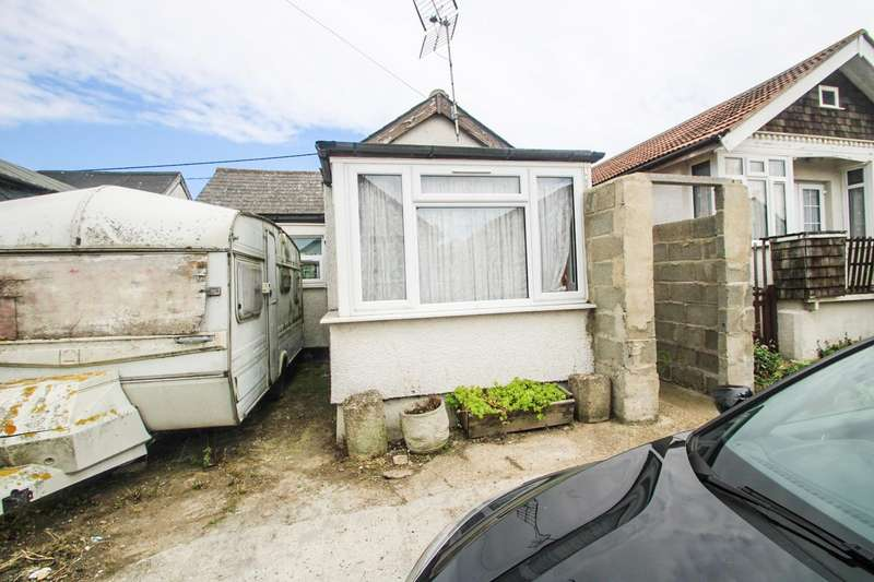 2 Bedrooms Detached Bungalow for sale in Alvis Avenue, Jaywick, Clacton-On-Sea