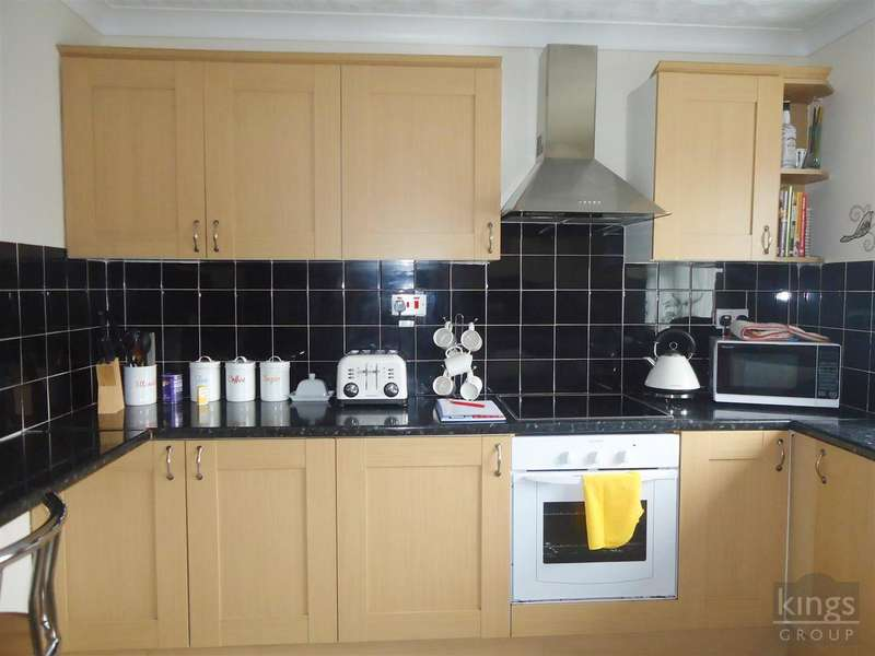 2 Bedrooms Maisonette Flat for rent in The Stow, Harlow