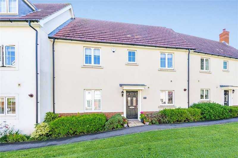 3 Bedrooms Terraced House for sale in Hopwood View, Chelmsford, CM2