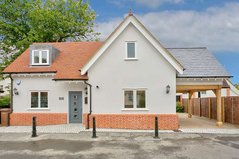 3 Bedrooms Detached House for sale in The Square, Stock