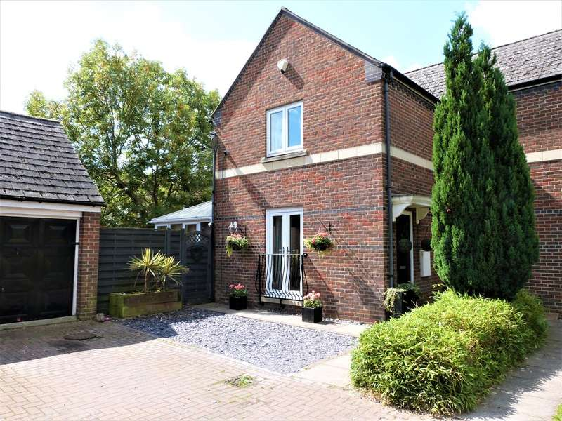3 Bedrooms Semi Detached House for sale in Cannon Mews, Waltham Abbey