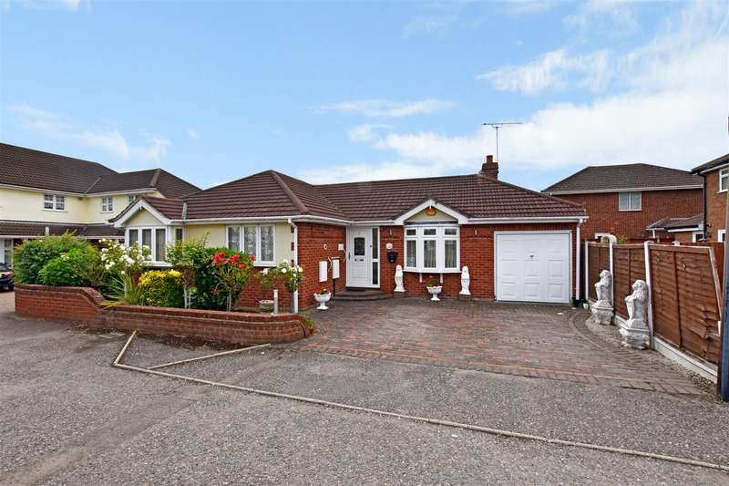 3 Bedrooms Detached Bungalow for sale in Roland Lane, Canvey Island