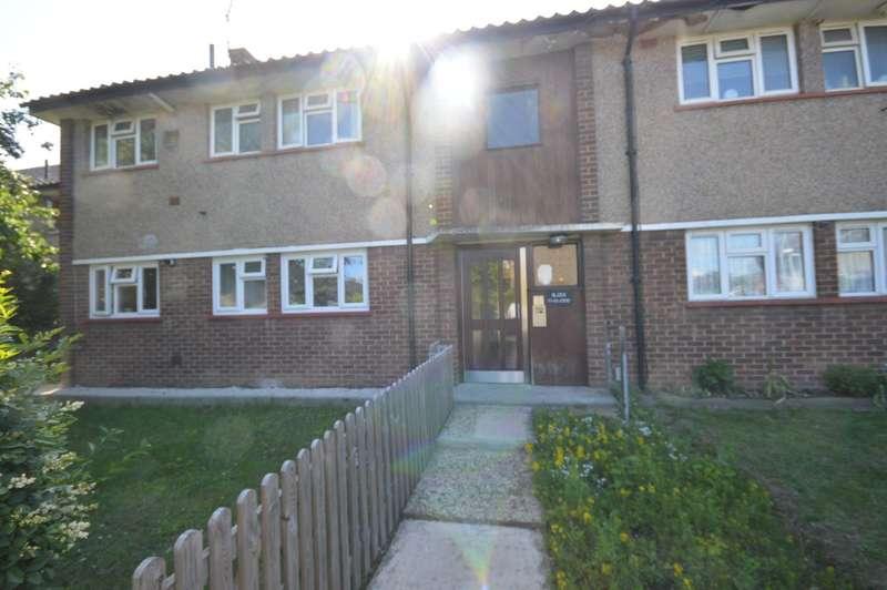 2 Bedrooms Apartment Flat for sale in Roosevelt Way, Dagenham