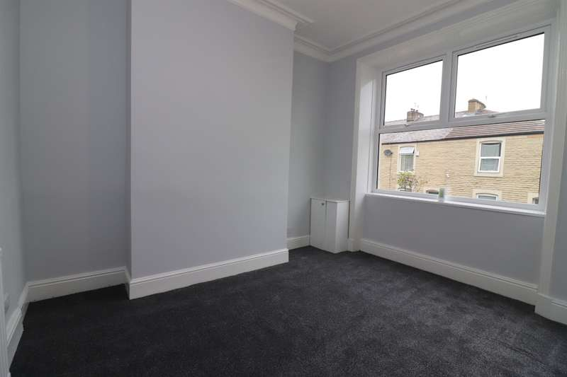 3 Bedrooms Terraced House for rent in Clement Street, Accrington, BB5 2JG