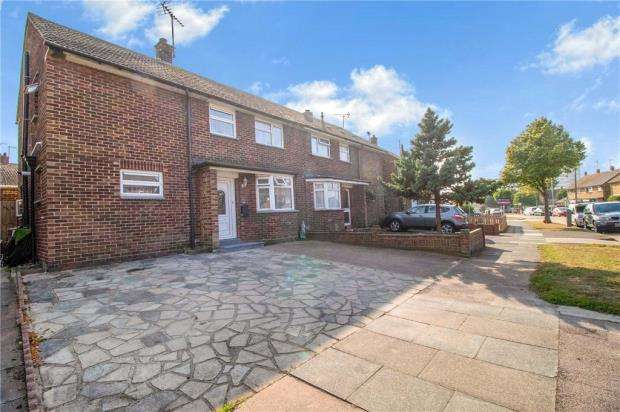 3 Bedrooms Semi Detached House for sale in Newington Avenue, Southend-on-Sea, Essex