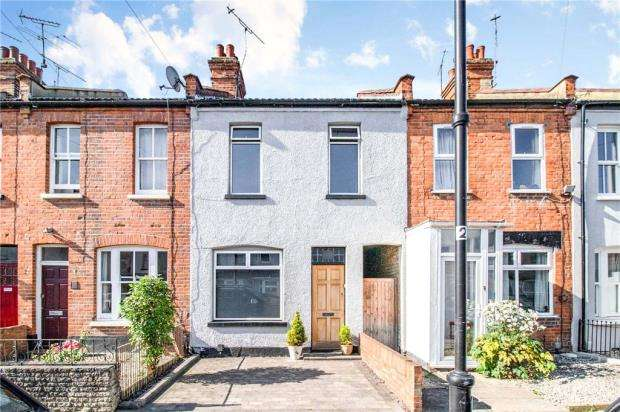 3 Bedrooms Terraced House for sale in Station Avenue, Southend-on-Sea, Essex