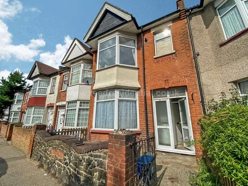 1 Bedroom Flat for sale in Westborough Road, Westcliff On Sea