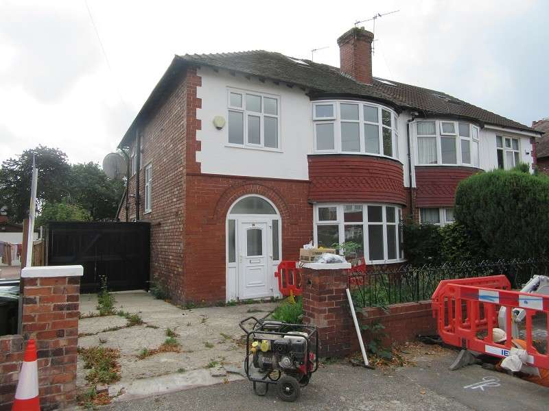 3 Bedrooms Semi Detached House for sale in Ruskin Road, Old Trafford, Manchester. M16 9GS
