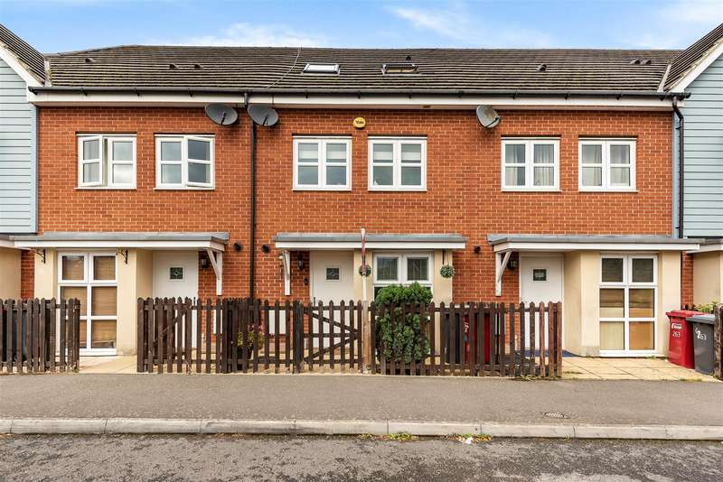 4 Bedrooms Terraced House for sale in Eltham Avenue, Cippenham