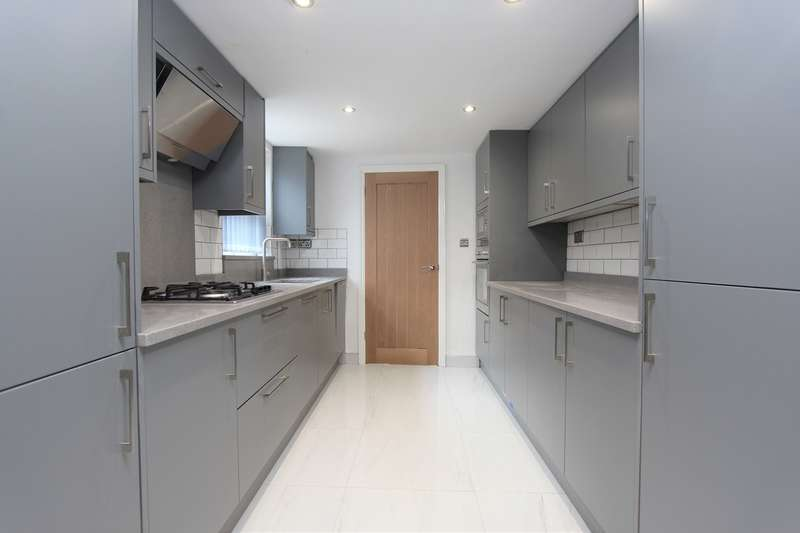 3 Bedrooms Terraced House for sale in Foster Hill Road, Bedford, MK40