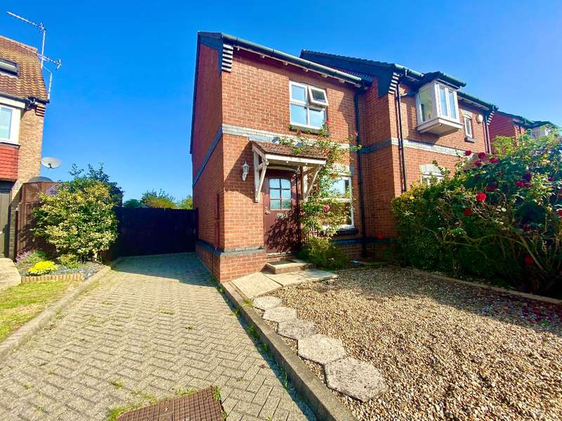 2 Bedrooms Terraced House for sale in Bartholomew Drive, Harold Wood, Romford