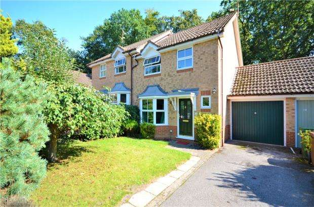 3 Bedrooms Semi Detached House for sale in The Breech, College Town, Sandhurst