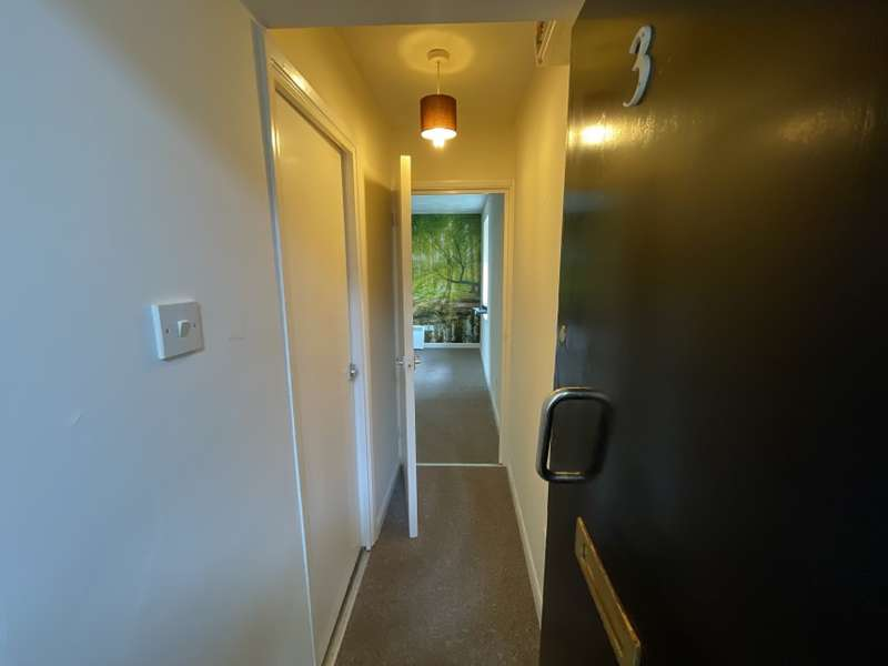 1 Bedroom Flat for sale in Flat 3, Oak House, The Woodlands, Southend-On-Sea, Essex
